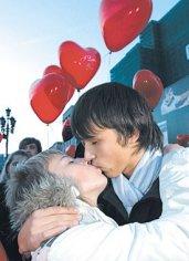 Россияне все еще верят в любовь с первого взгляда