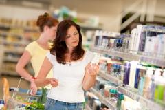 Как ведут себя в магазинах мужчины и женщины перед 8 Марта?
