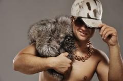 Что поможет мужчинам хорошо выглядеть? Конечно же, красивые бусы и ожерелья!