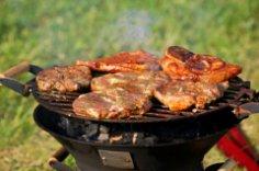 Как готовят мясо на углях?