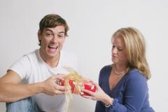 Как надо правильно принимать подарки?