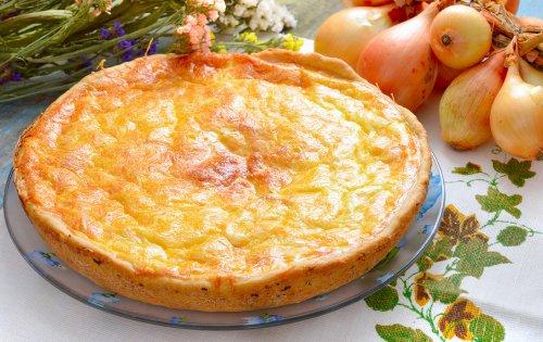 Что согреет в день холодный? Сырно-луковый пирог!