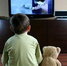 Ребенок возле телевизора – хорошо или нет?
