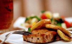 Свиные отбивные со сливочным маслом - залог стройности