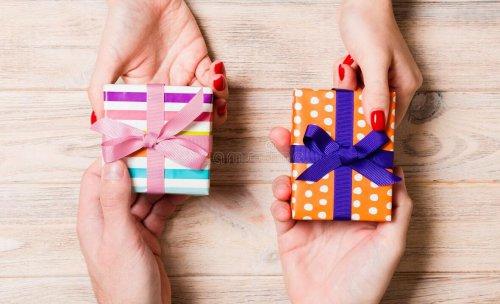 Что тебе подарить, мой самый-самый, моя самая-самая?..