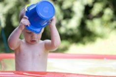 Какие методы закаливания для малышей лучше применять?
