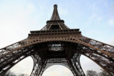 Почему засияла Эйфелева башня?