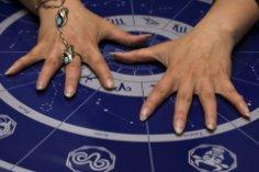 Программируют ли нас гороскопы?