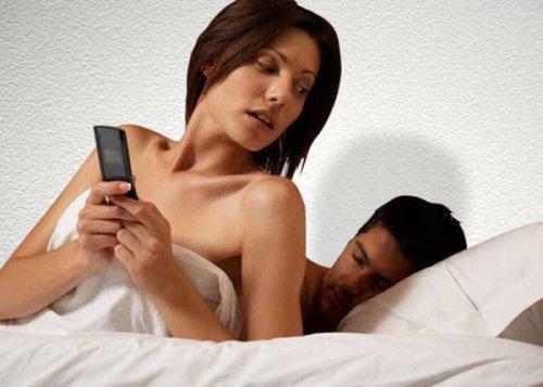 Итальянские специалисты считают, что женщины изменяют мужьям из-за гормонального сбоя