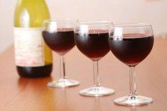 Красное вино так же полезно, как йогурт
