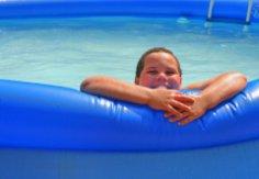 Скорее в надувной бассейн, или Что нужно детям для счастья летом?