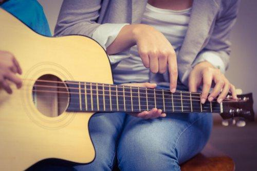 Быстро научиться играть на гитаре - легко!