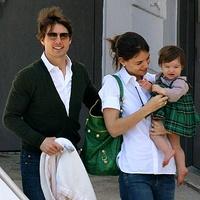 Том Круз лишил дочку детства