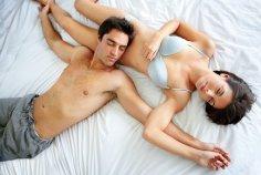 Каждая десятая пара в Великобритании спит в разных постелях