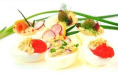 Фаршированные яйца: как разнообразить начинку