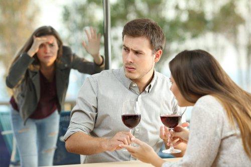 Как шпионить за мужем?
