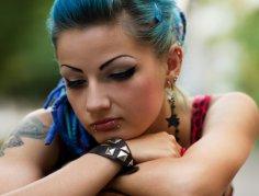 Пирсинг и татуировки: запрещать или разрешать?