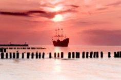 Тайна «Летучего голландца». Что ищет он в морях далеких?..