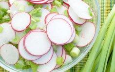Дачные радости. Как готовить весенние салаты?