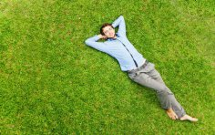 Надо ли жертвовать маленькими радостями жизни ради достижения успеха в будущем?