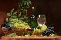 Что такое зеленое вино и как его подавать к столу?