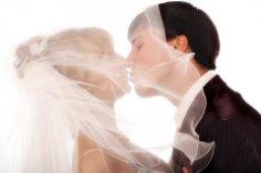 Для чего люди вступают в официальный брак?