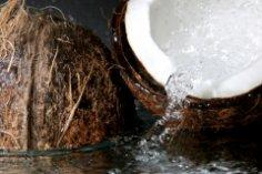 Как расколоть кокосовый орех?