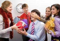 Остаться в живых: как выбрать подарки коллегам?