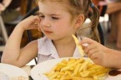 Вредные советы, или Как научить ребенка есть без аппетита?