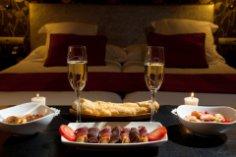 Романтический ужин: хотите, чтобы с запахом весны вернулось первое свидание?