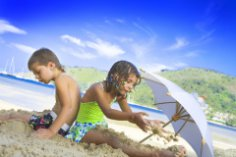 Детские купальники и плавки. Что выбрать?