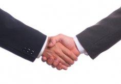 На что нужно обратить внимание, приветствуя человека рукопожатием?