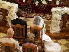 Какие обычаи и традиции существовали при заключении брака в Англии?