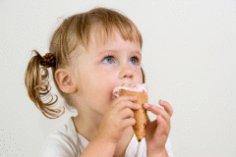 Малыш и мороженое: давать или не давать?
