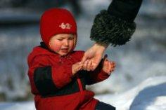Допустимо ли делать замечания родителям по поводу методов воспитания их детей?