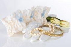 Что за свадебные «фенечки» – флердоранж и кружевная подвязка невесты?
