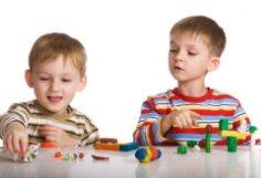 Ревность старшего ребенка к младшему – как ее избежать?