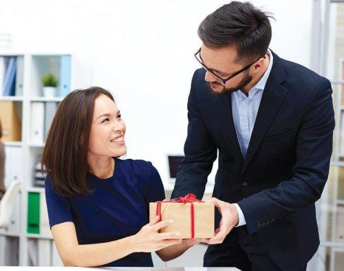 Какие трудности могут возникнуть при вручении деловых подарков?