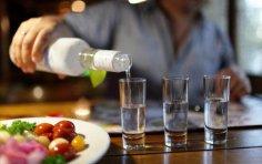 Сколько лет русской водке? Ко дню рождения «огненной воды»