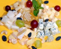 Как за 10 минут приготовить три вкусных салатика с сыром?