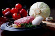 Чем бешбармак отличается от мяса по-казахски?