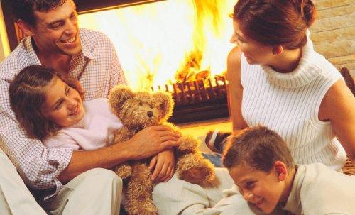 Кому хранить семейный очаг?