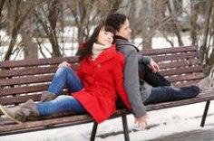 Почему некоторые женщины выбирают недоступных партнёров?