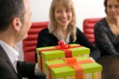 Что дарить коллегам по бизнесу? Подарки для женщин