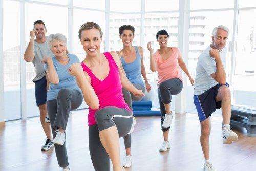 В чем разница между фитнесом и аэробикой?