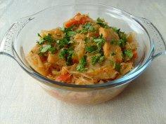 Бюджетные блюда: как приготовить налима с квашеной капустой?