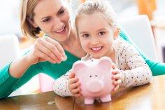 Как научить ребенка правильно обращаться с деньгами?