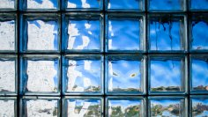 Стройматериалы: чем хороши стеклоблоки?