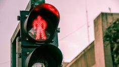 Существуют ли светофоры с особым статусом для пешеходов?