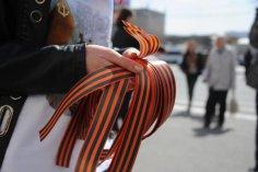 Что означают разноцветные ленты в сегодняшней России?